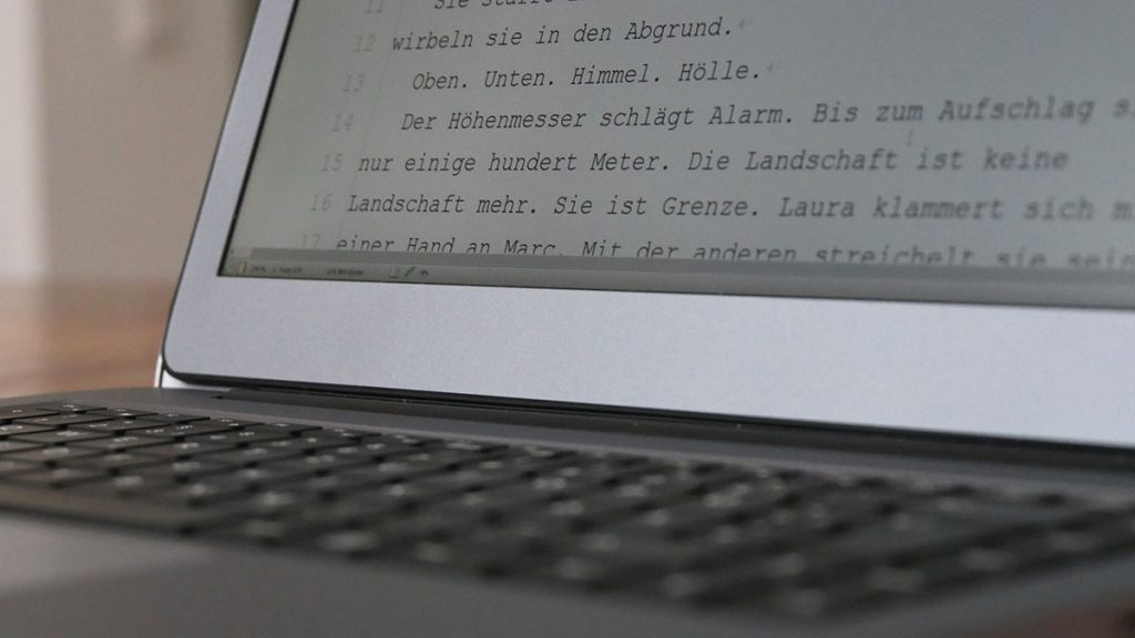 thomas-wagner-manuskript-auf-notebook